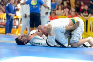 Breaking the closed guard